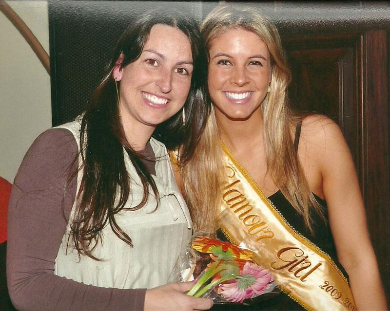 Durante o coquetel oferecido as candidatas ao Glamour-Girl 2010, Mariana Otero Xavier Glamour-Girl Pelotas 2009 homenageou Francine Bareño.