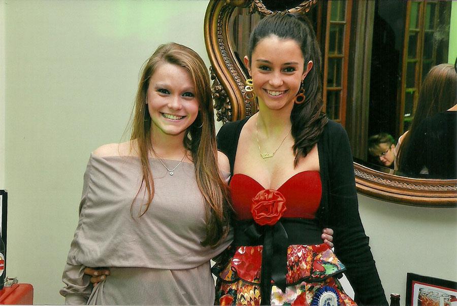 Tituladas: Rainha das Piscinas Natália Machado Lucca e a Madrinha Celina Dêntice da Silva Leite